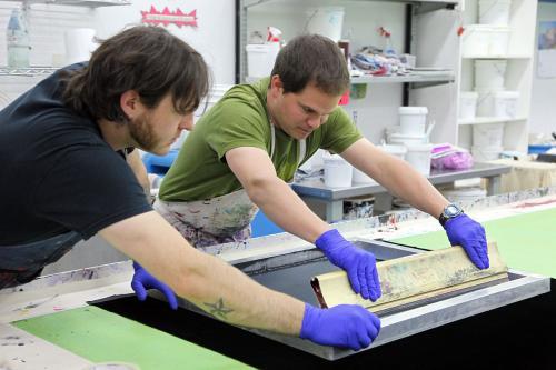 亚克力产品最常用的印刷方式——丝网印刷